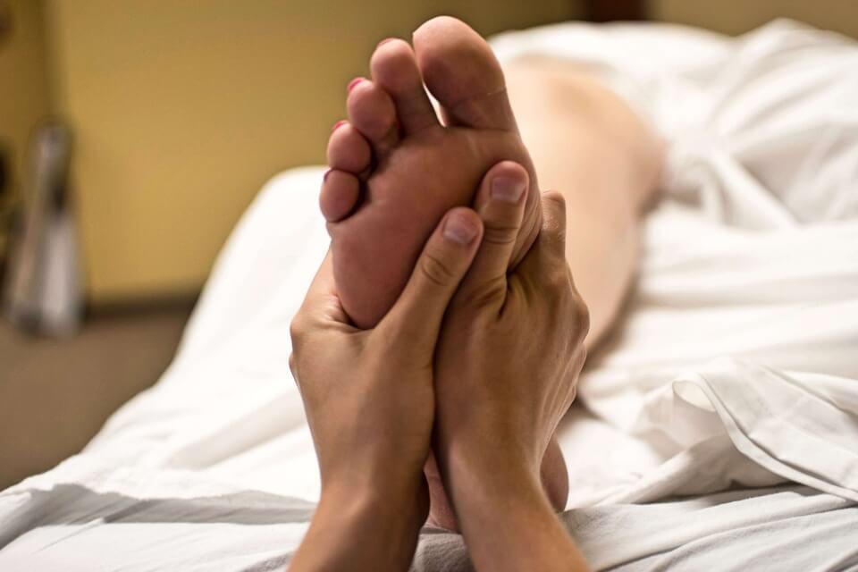 Fötterna är viktiga för hela kroppen – Renée ger dig medicinsk fotvård